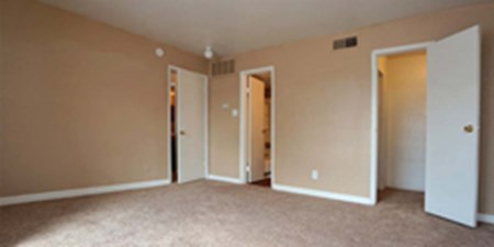 Bedroom at Listing #140027