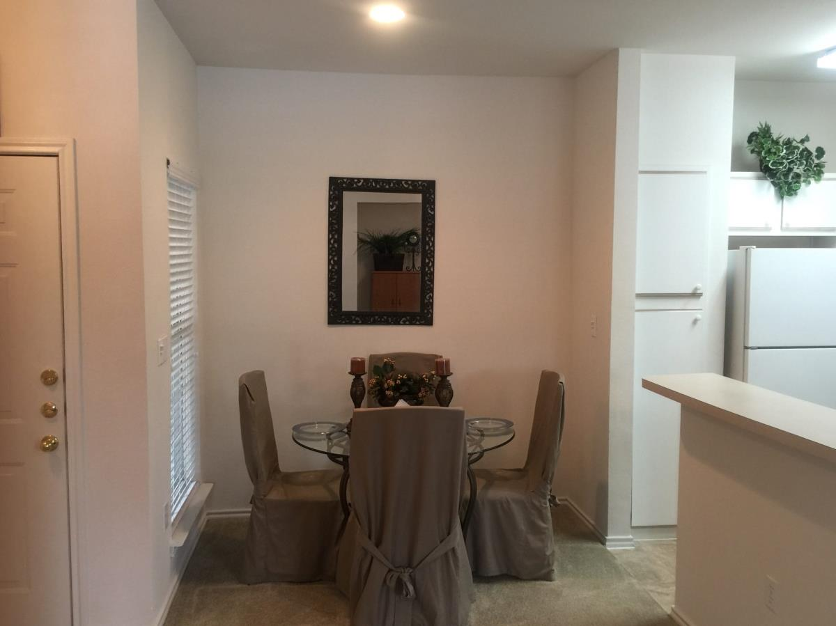 Dining at Listing #137732