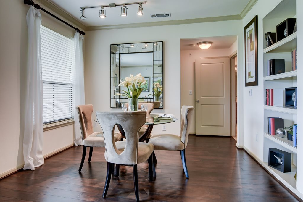 Dining at Listing #146189