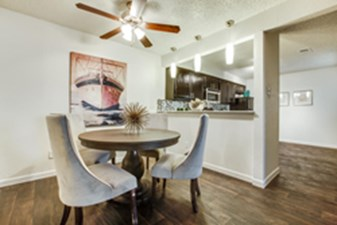 Dining at Listing #136874