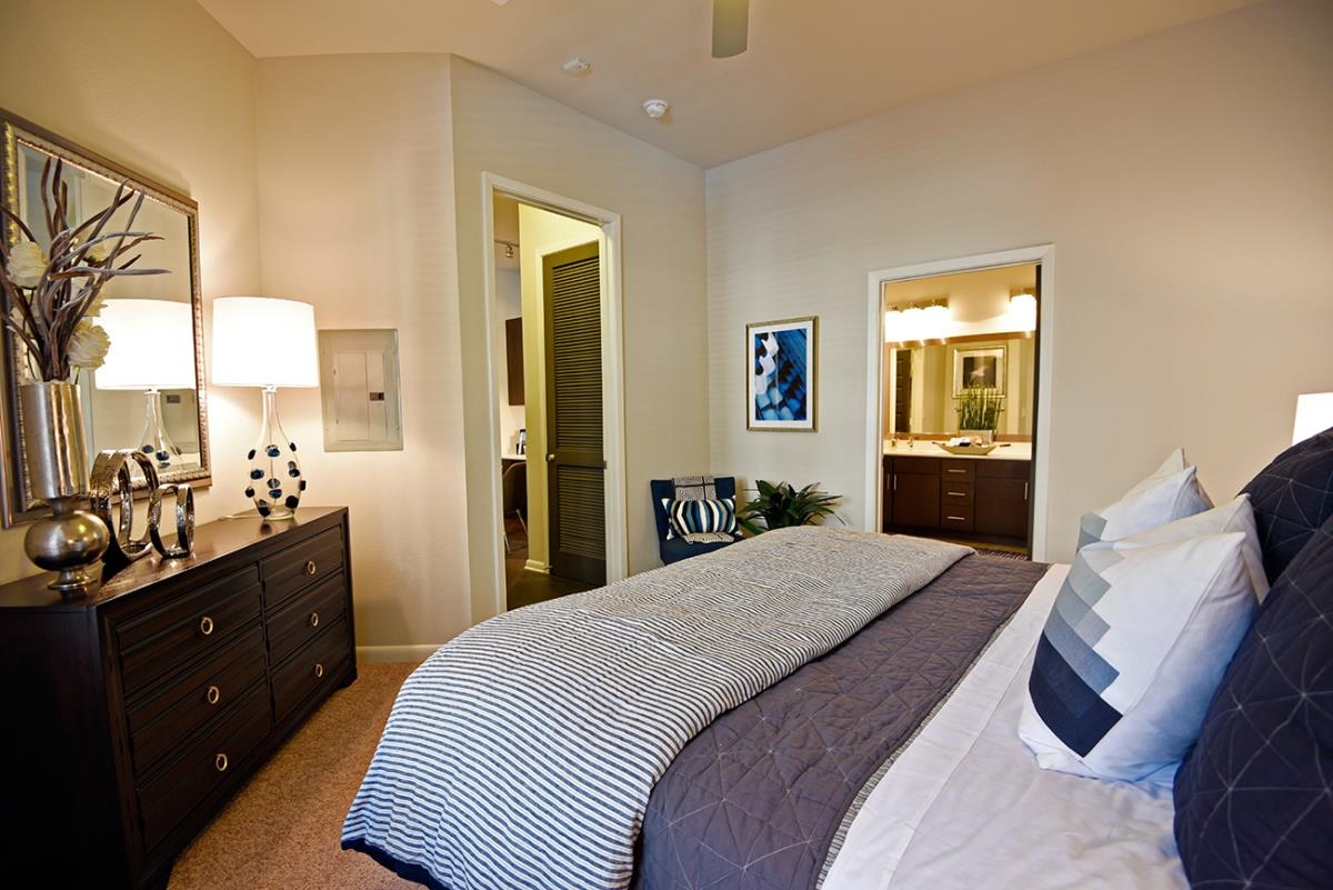 Bedroom at Listing #243458