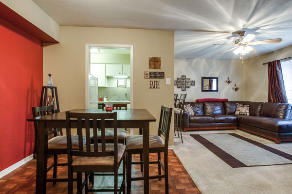 Dining at Listing #136446