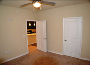 Bedroom at Listing #259011