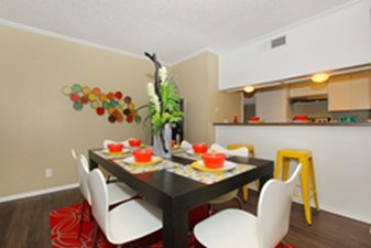 Dining at Listing #140877