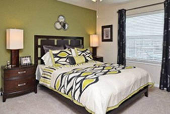Bedroom at Listing #139000