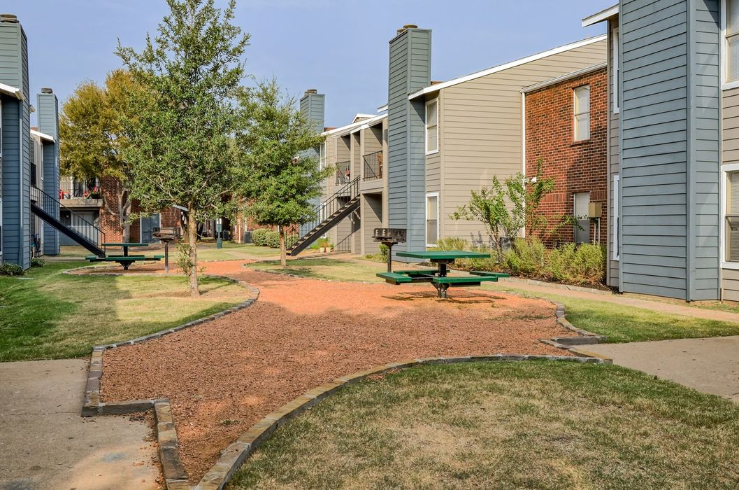 Courtyard at Listing #136545
