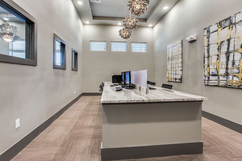 Business Center at Listing #291815