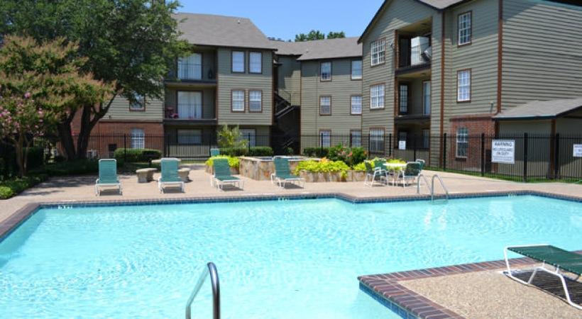 Pool at Listing #136374
