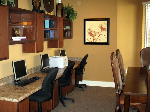 Business Center at Listing #150535
