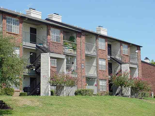 Summit on the Ridge Apartments Benbrook, TX