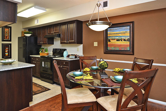 Dining/Kitchen at Listing #138863