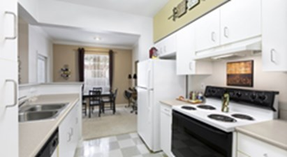 Dining/Kitchen at Listing #140754