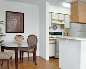 Dining at Listing #136204