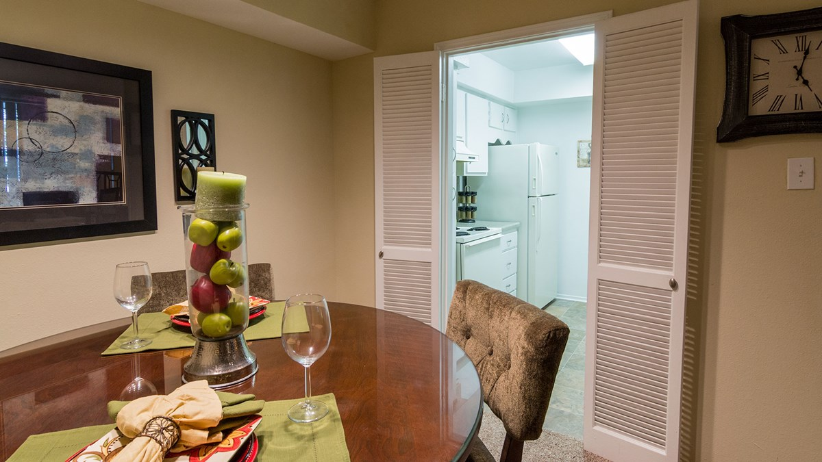 Dining at Listing #139110