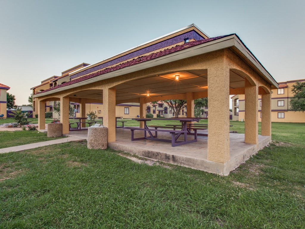Picnic Area at Listing #136781