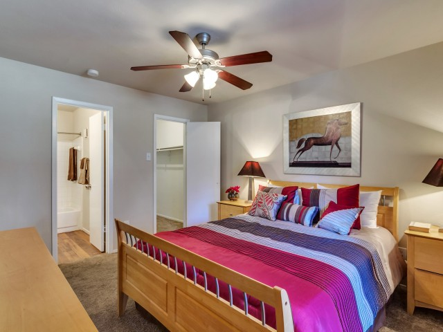 Bedroom at Listing #137030