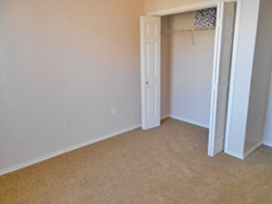 Bedroom at Listing #144090