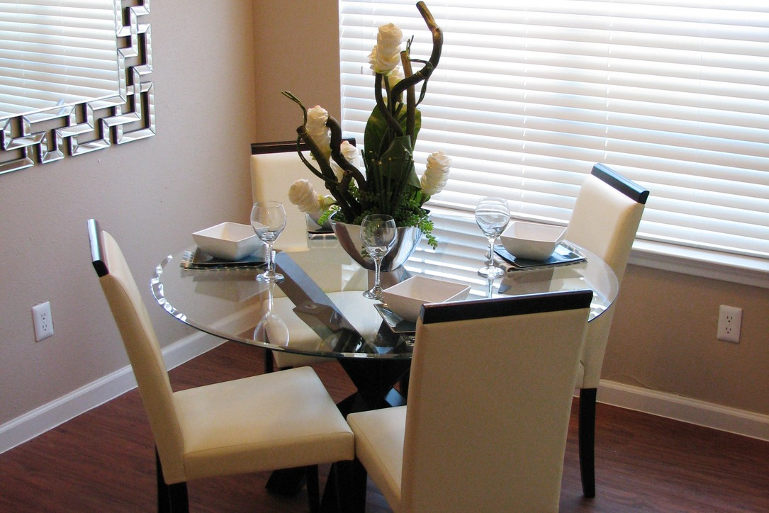 Dining at Listing #138554