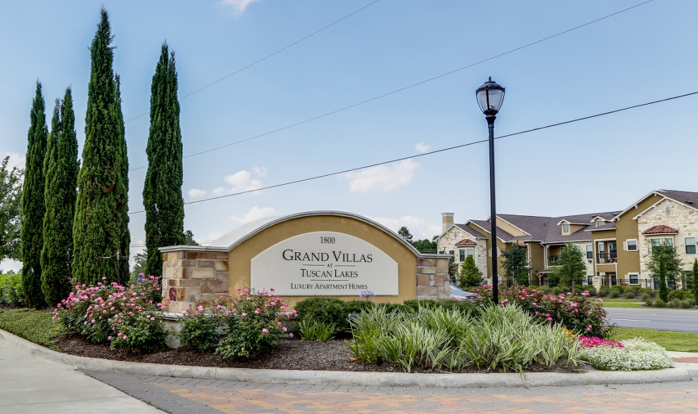 Grand Villas at Tuscan Lakes Apartments League City TX