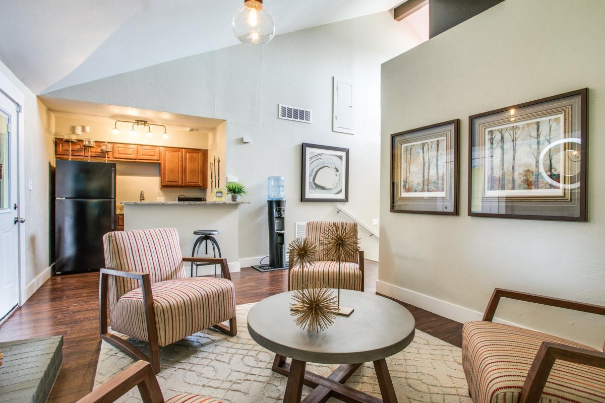 Living at Listing #137043
