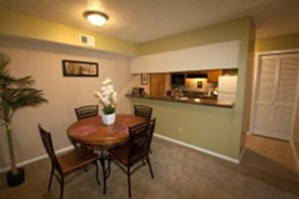Dining at Listing #136878
