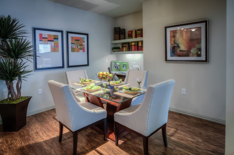 Dining at Listing #233647