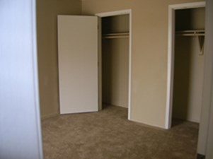 Bedroom at Listing #144925