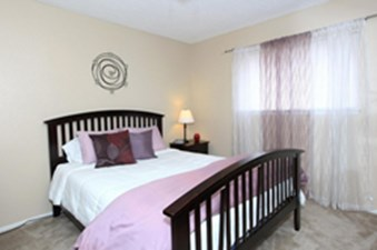 Bedroom at Listing #140243