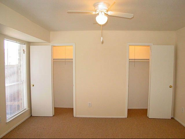 Bedroom at Listing #139642