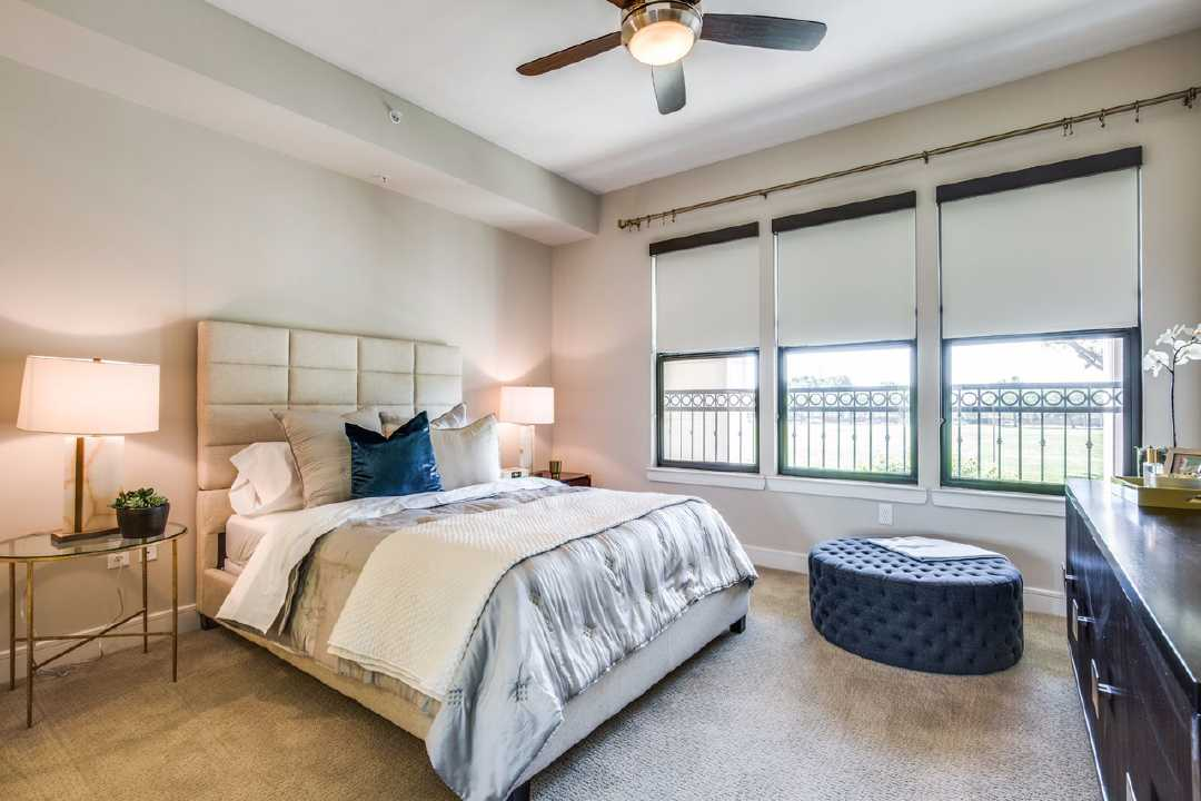 Bedroom at Listing #293539