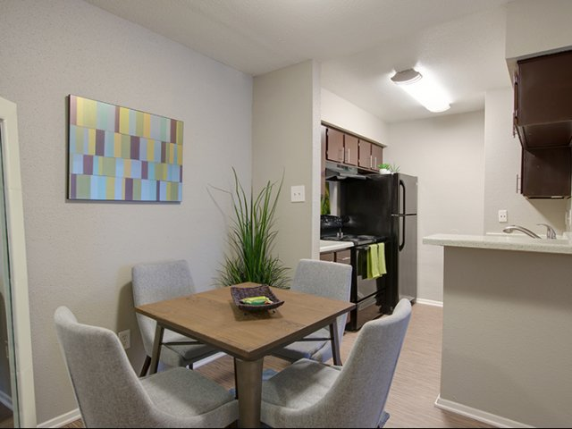 Dining at Listing #138841
