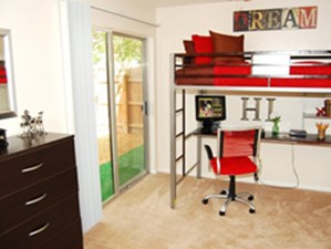 Bedroom at Listing #140957