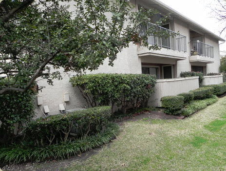 Exterior at Listing #136670