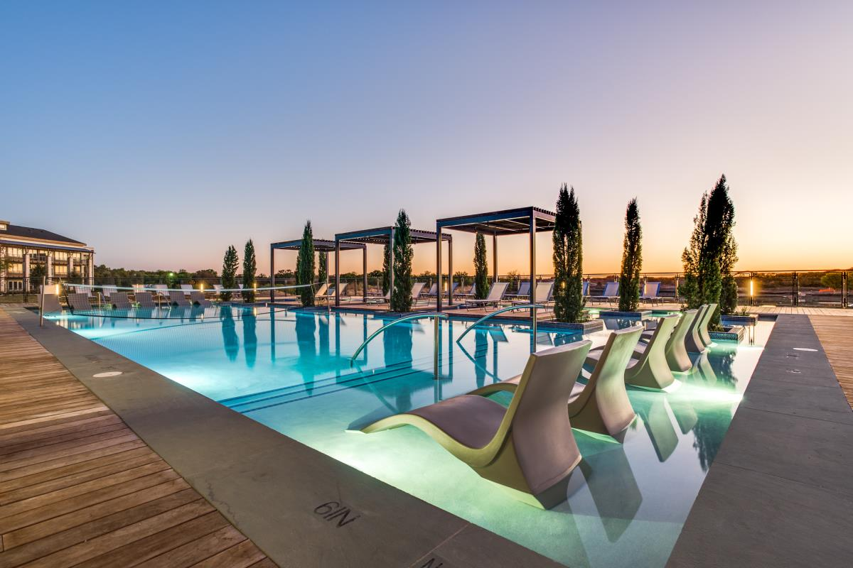 The pool at dusk at Listing #261160