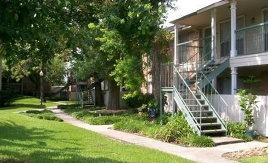 Silver Maples Apartments