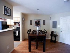 Dining at Listing #140463