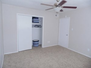 Bedroom at Listing #139074