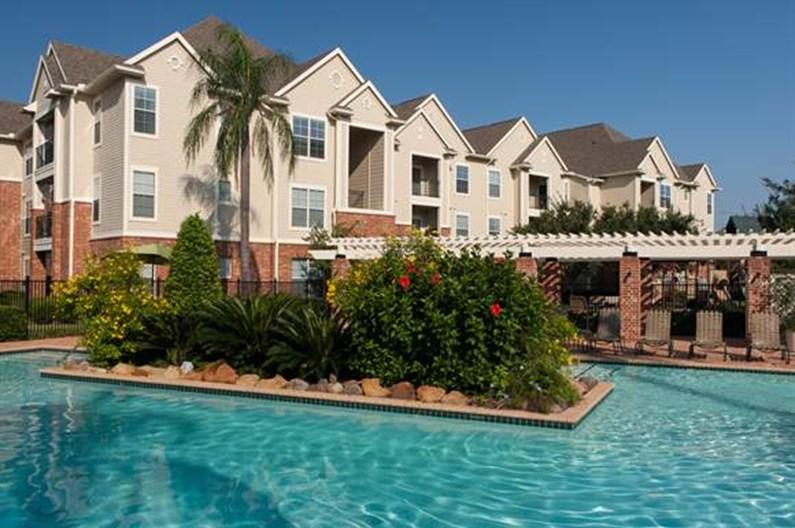 Royal Oaks at Westchase Apartments