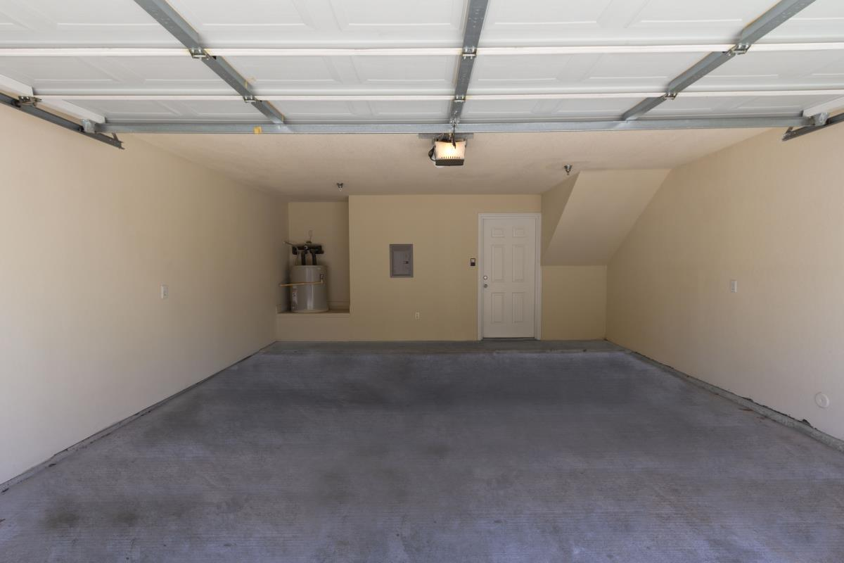 Garage at Listing #137940