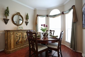 Dining at Listing #138688