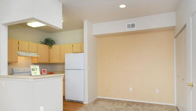 Dining at Listing #140771