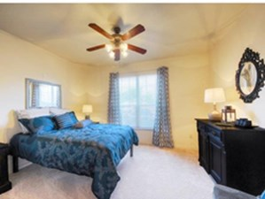 Bedroom at Listing #144573