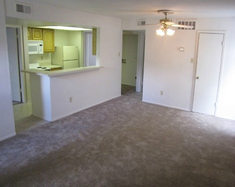 Living at Listing #140000