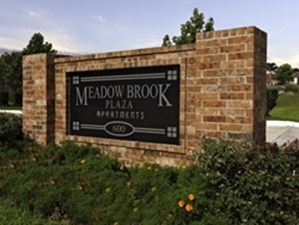 Meadowbrook Plaza at Listing #139450