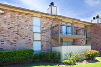 Exterior at Listing #139892