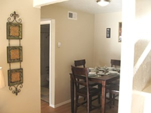 Dining at Listing #136393