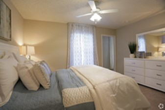 Bedroom at Listing #140876