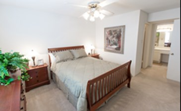 Bedroom at Listing #138243