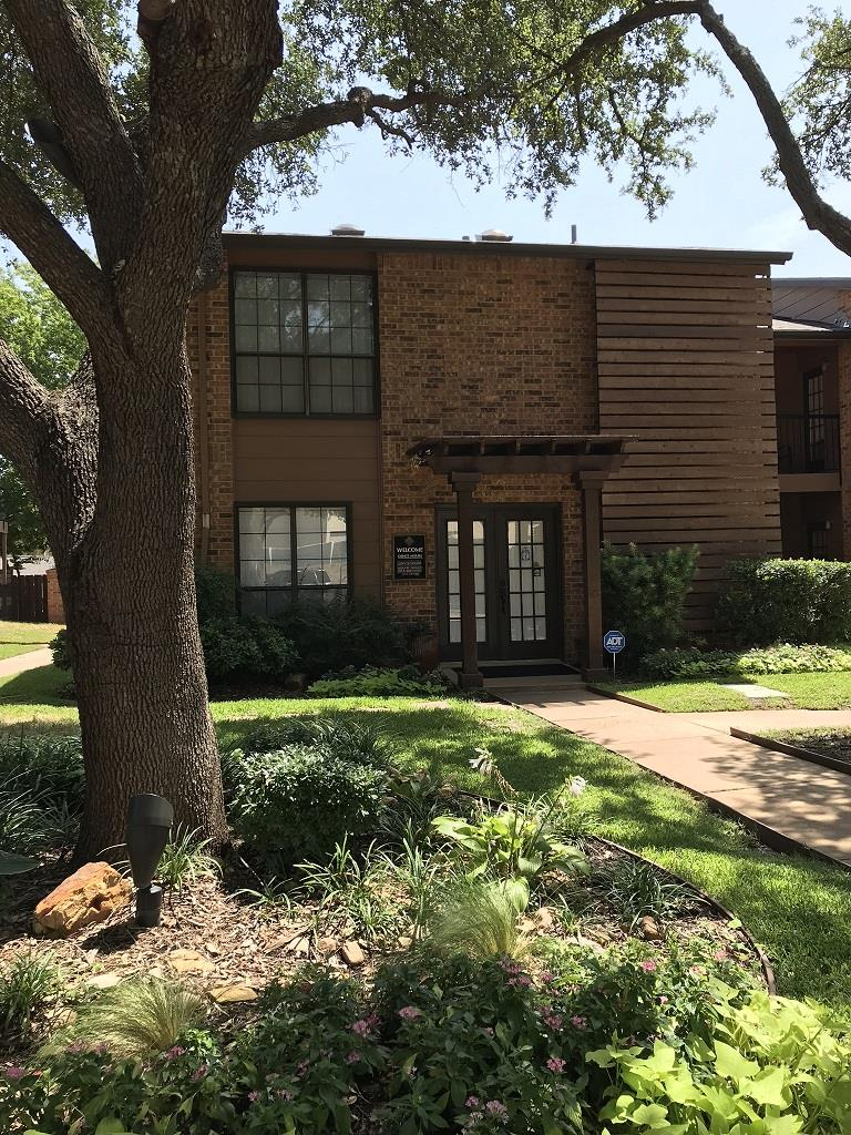 Exterior at Listing #136655