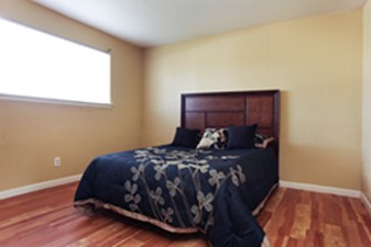 Bedroom at Listing #215043